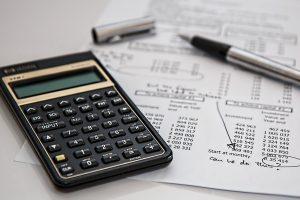 リスク比とオッズ比の計算方法と違いを説明する