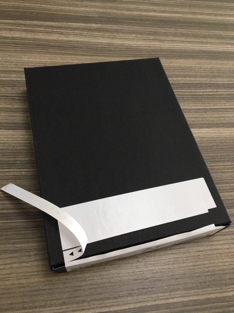 Kindleの中箱の裏にミシン目のラベルを発見!はがしていく