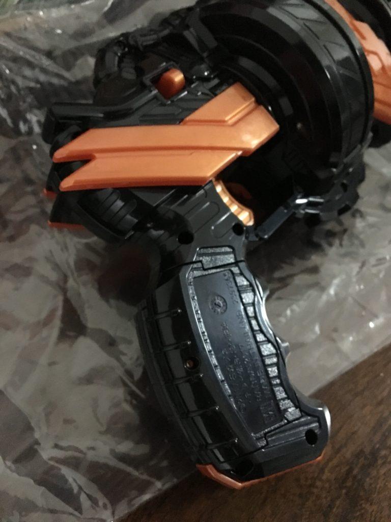 DXホークガトリンガー、電池を入れるのはココ!